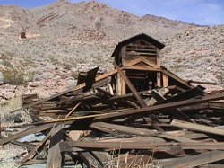 Inyo Mine, home fallen into ruins
